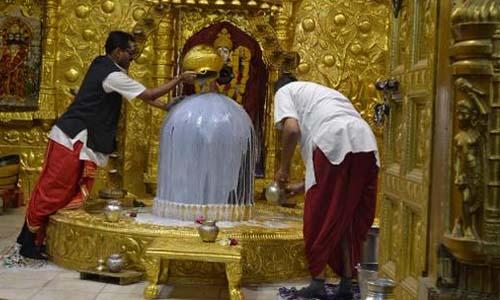 भगवान शिव को प्रसन्न करने के लिए कौन से द्रव्य चढाए